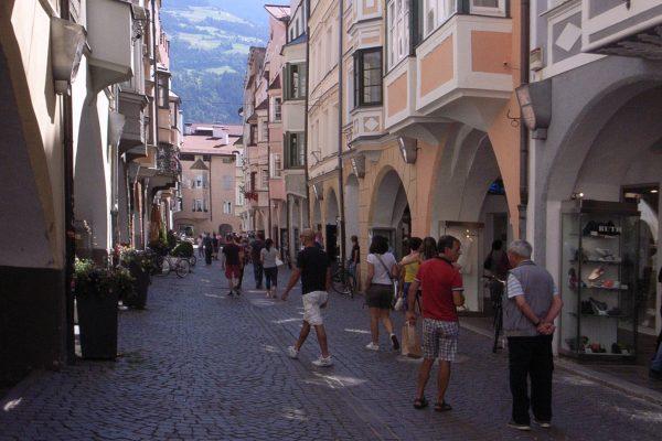 Brixens Altstadt, Fassade oder Stadtteil, der lebt?